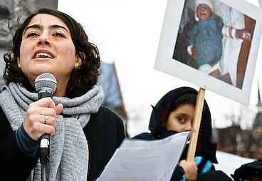 Sadet Karabulut tijdens de demonstratie