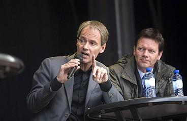 Harry van Bommel naast Joel Voordewindt (CU)