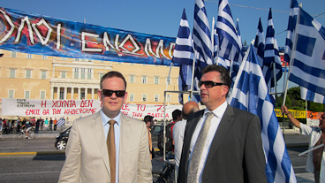 Emile Roemer and Ewout Irrgang in Syntagma Square in Athens