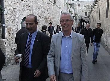 Senator Kox walking with Secretary General of the Palestinian Parliament Ibrahim Krishni