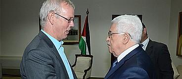 Mahmoud Abbas with Tiny Kox