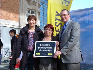 Dennis de Jong and fellow parliamentarians stand behind the call