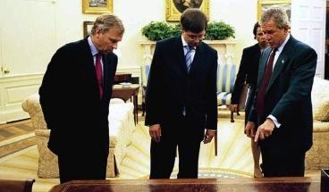 NATO General Secretary Jaap De Hoop Scheffer with Balkenende and Bush, shortly before the Iraq war.