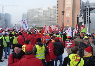 Demonstrators from Dutch building workers union were amongst those present