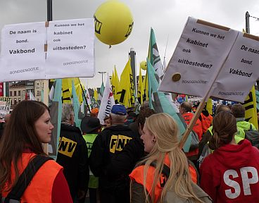 This spring tens of thousands of trade unionists took to the streets of Brussels to protest against Brussels' plans.